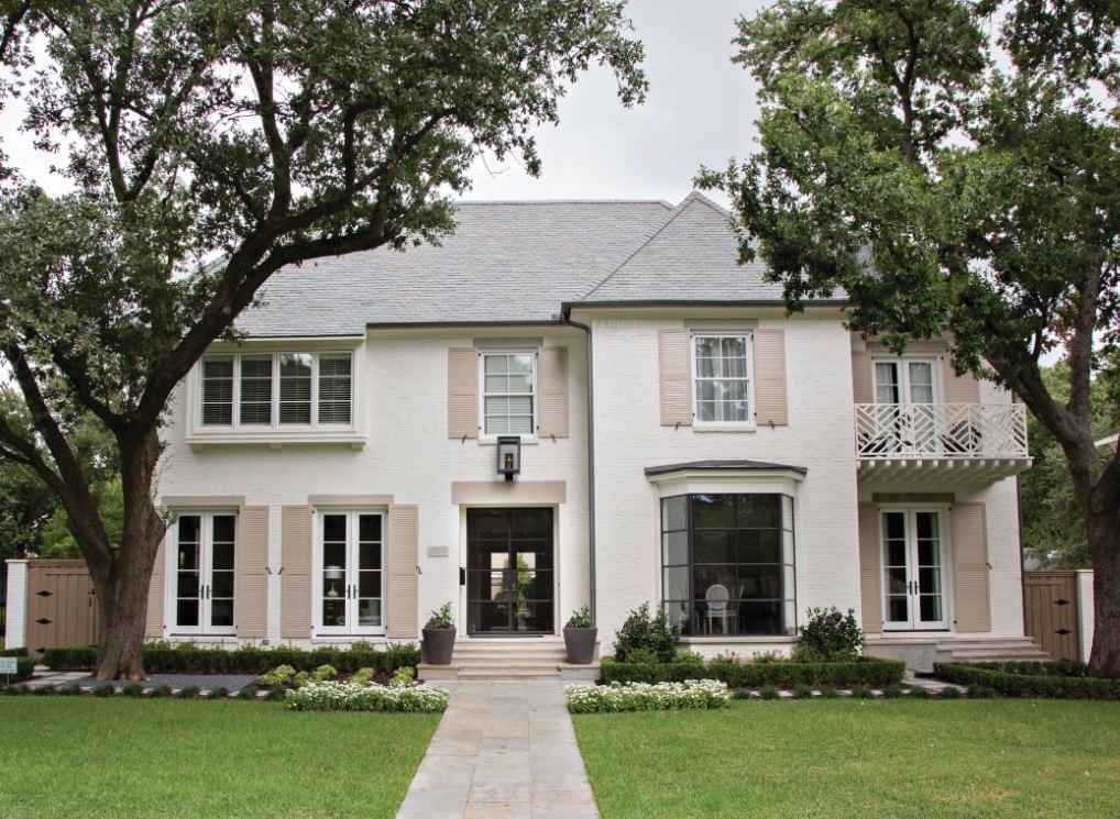 Southern charmer coats homes highland park tx for Modern southern homes